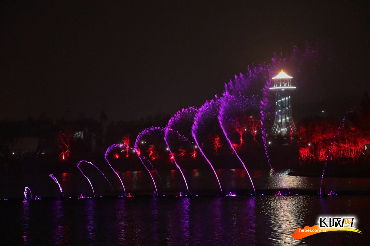 园博园夜景:绚烂霓虹照映湖光山色 美得不像话!