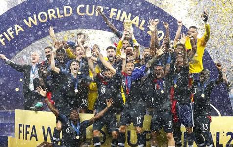 """中国足球要有""""坐冷板凳""""的定力——世界杯启示录"""