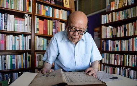 书香人生:九旬老人和他的老字号书店