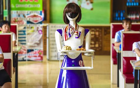 """河北深州:机器人在小餐厅""""上岗"""""""