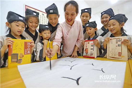 秦皇岛:国学知识进社区