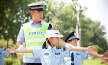 """河北武邑:""""小交警""""暑期文明行"""