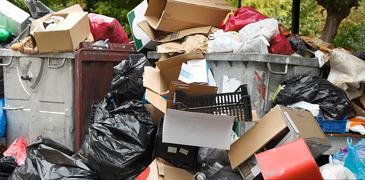 生活垃圾堆积月余为哪般
