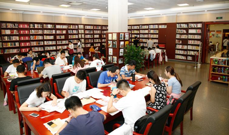 石家庄市图书馆暑期日均接待5000余人