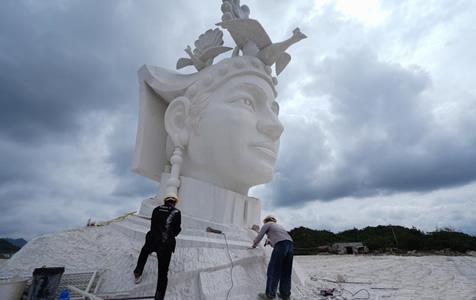 贵州奢香夫人石雕12米高头像已基本完成