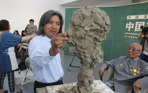 """迎""""八一""""中国美术馆为军人塑像"""