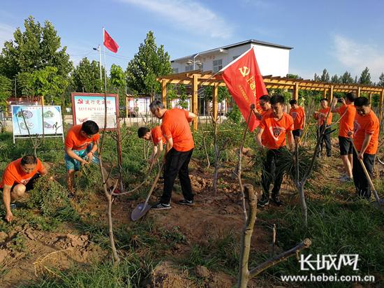 建行邯郸广平支行党支部助力守护绿水青山