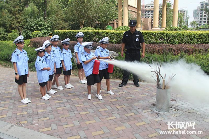 唐山小学生感受不同职业体验 欢度别样暑假