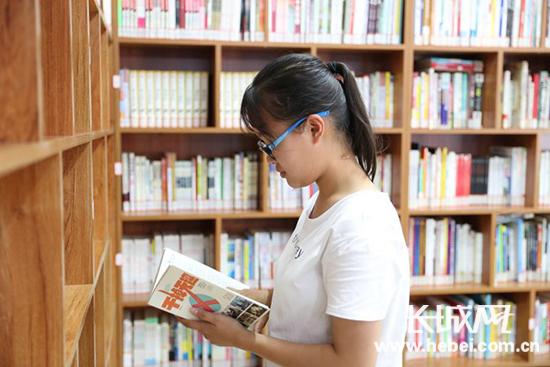 暑期来临 唐山图书馆小山分馆为读者开启阅读之门