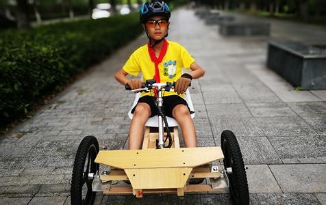 11岁小学生花费620元 闭门1个月造出卡丁车