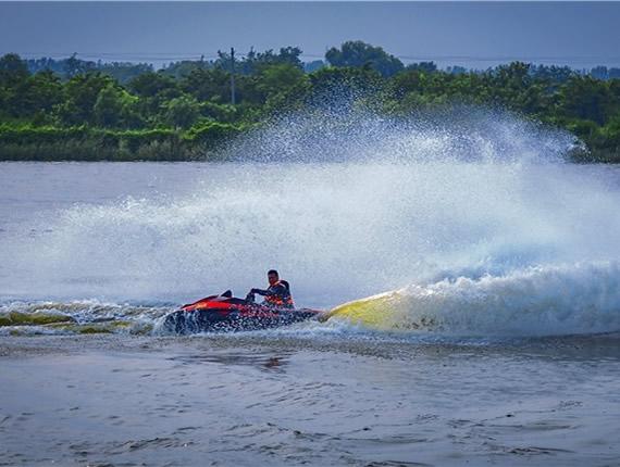 2018年京津冀水上摩托艇表演赛在唐山举办(图)