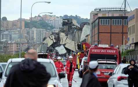 意大利公路桥垮塌砸毁民居至少22人遇难
