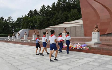 """朝鲜各界纪念""""祖国解放日"""""""