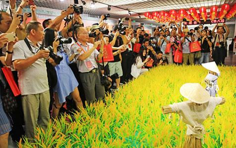 北京:农民摄影大展 鲜活展现中国农村变迁发展