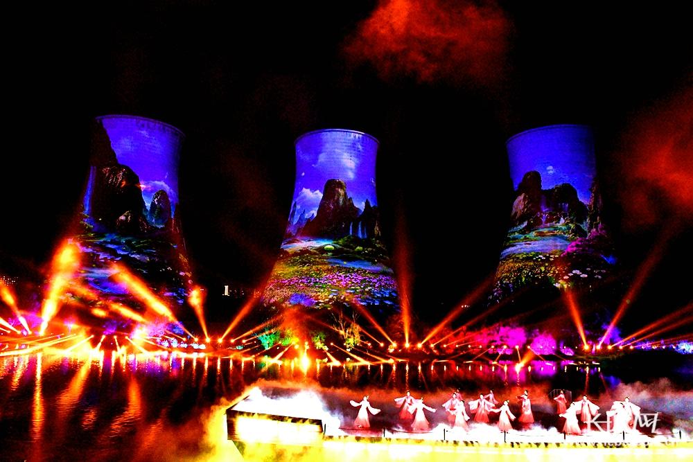世界首创高塔光影秀在张家口震撼上演