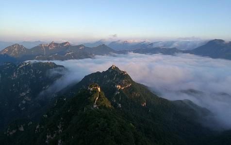 北京:箭扣长城现壮美云海