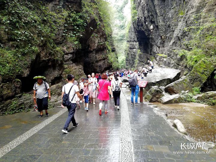 """保定野三坡景区旅游扶贫助力村民生活""""火""""起来"""