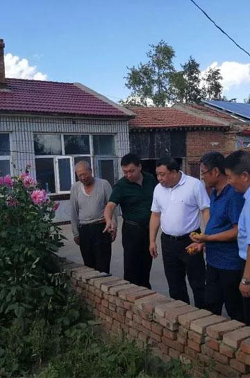 长城新媒体集团党委书记、董事长马来顺一行到兴隆村调研