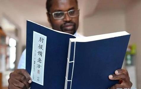 """这位""""洋中医""""培训了5000名乡村医生,还要将中医带回非洲去"""
