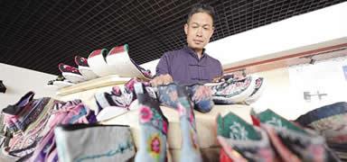 他,百年手工制鞋技艺传承人