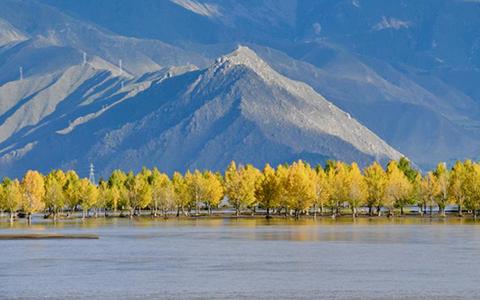 西藏:雅江秋色美