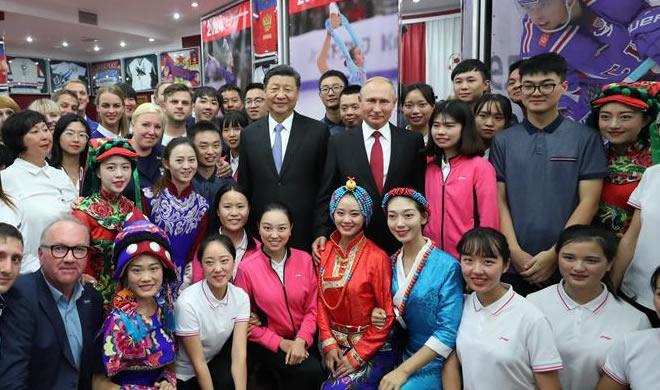 """习近平和俄罗斯总统普京共同访问""""海洋""""全俄儿童中心"""
