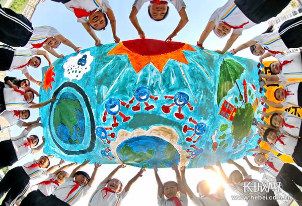 秦皇岛:彩绘环保长卷 共同保护臭氧层