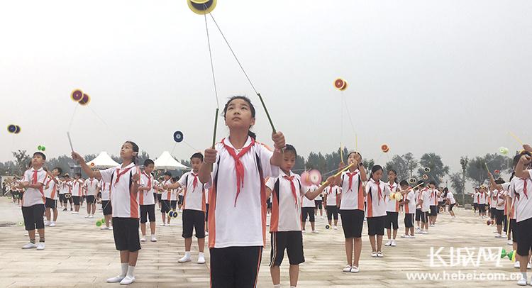 吴桥千人杂技秀喜迎沧州旅发大会
