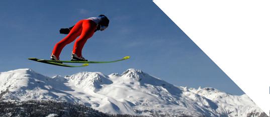 滑雪选手支持京张申冬奥 展示滑雪技巧