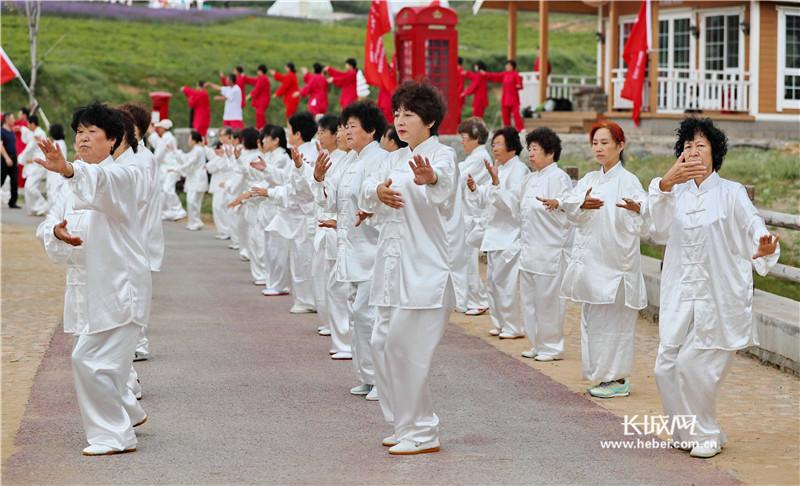秦皇岛:全民健身 花海太极