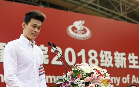 孙杨走进上海体育学院开启博士生生涯