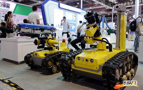 【高清组图】河北智能机器人亮相工博会 吸引国际目光