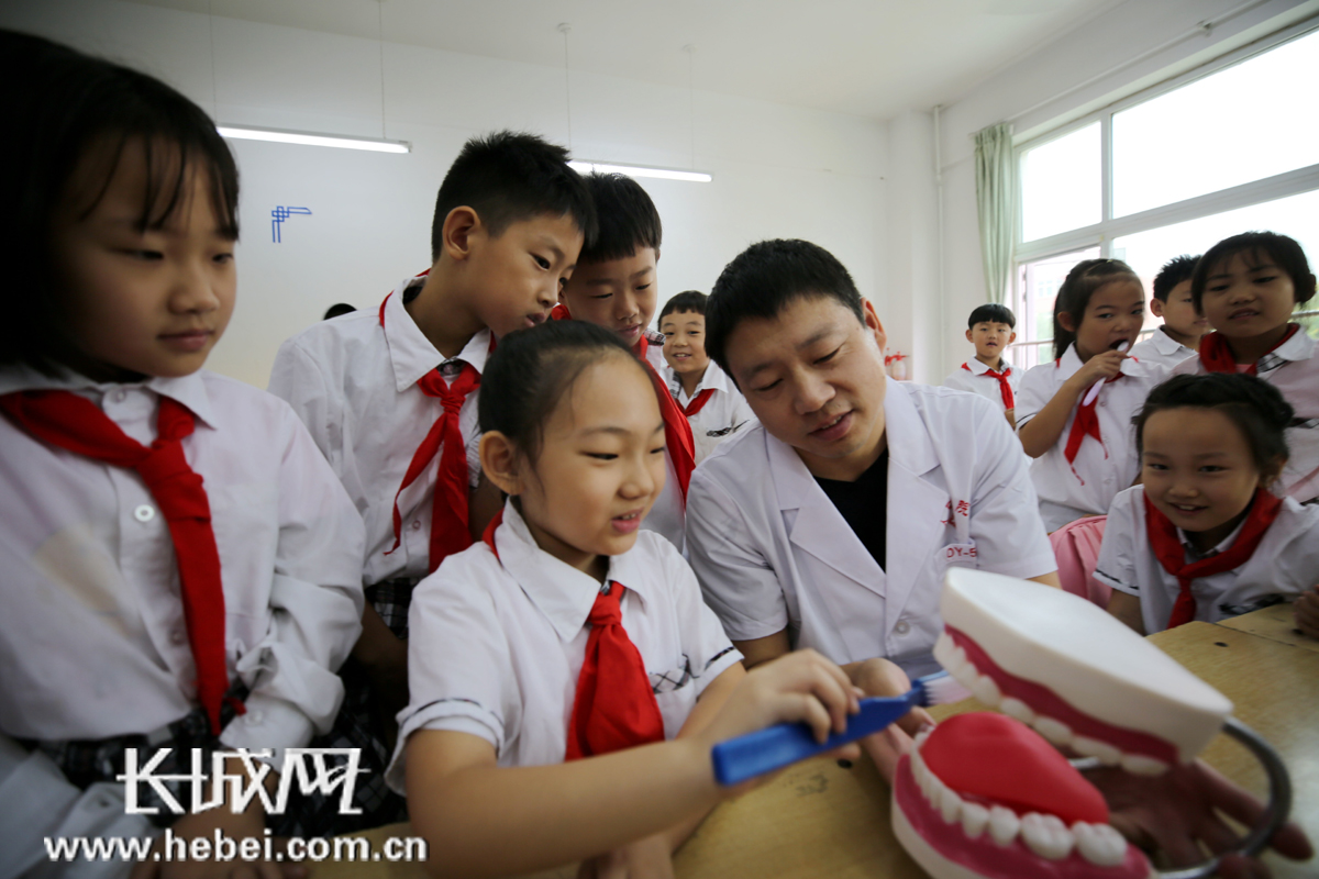 """爱护牙齿从小做起 """"全国爱牙日""""大厂开展主题公益活动"""