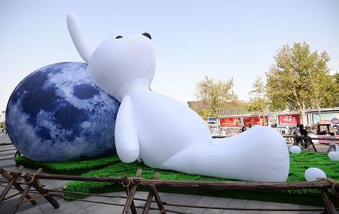 """河北邯郸:中秋佳节 """"巨型玉兔""""""""巨型月球""""亮相"""