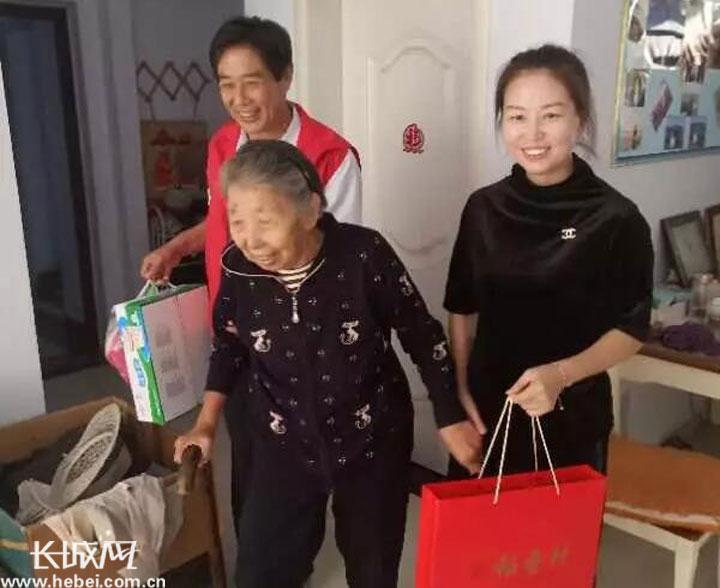 衡水市福苑社区:中秋节前走访慰问送温暖
