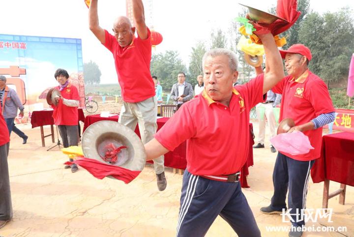 """""""敲锣打鼓""""庆丰收 衡水冀州区喜迎首个农民丰收节"""