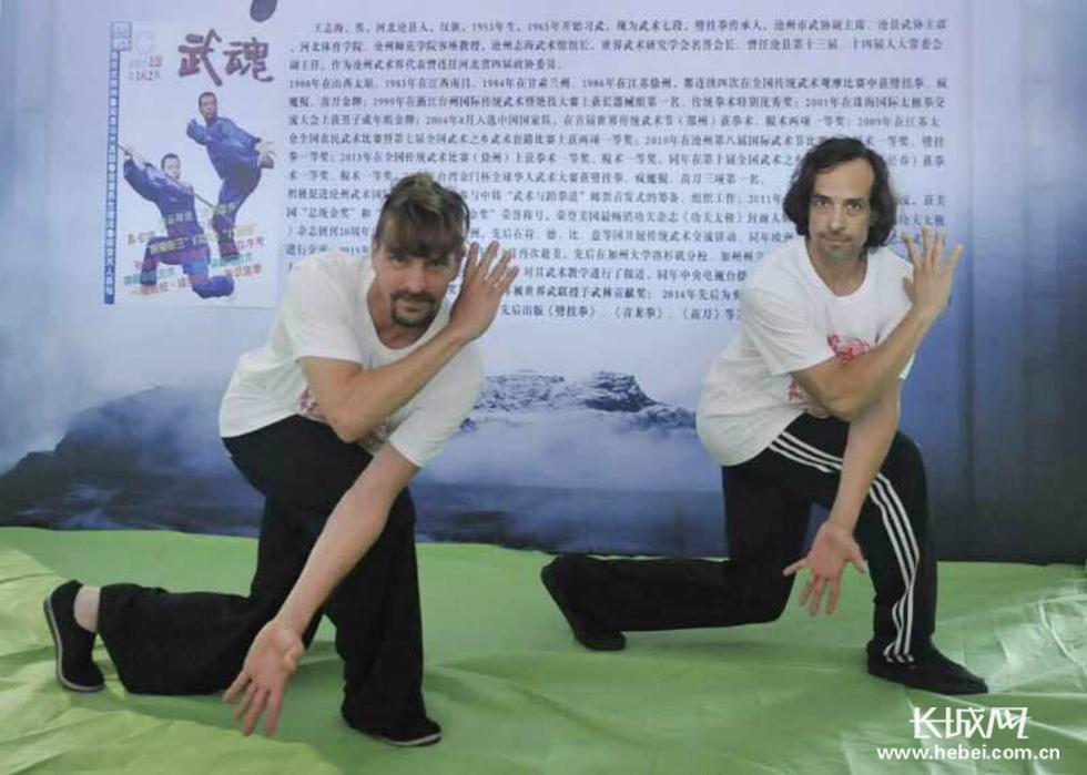 武术大师王志海与他的二位美国徒弟