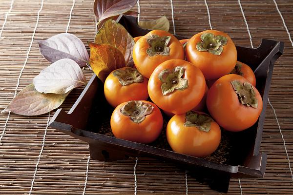 """柿子被称为""""果中圣品"""" 秋季吃柿子该注意啥"""