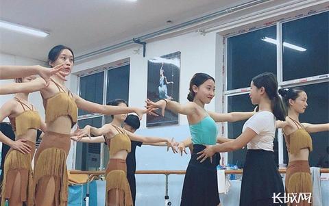 【他们】一个舞者的成长之路 痛并快乐着