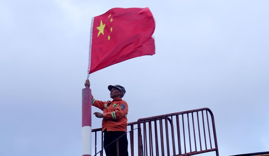 一个人的升国旗仪式
