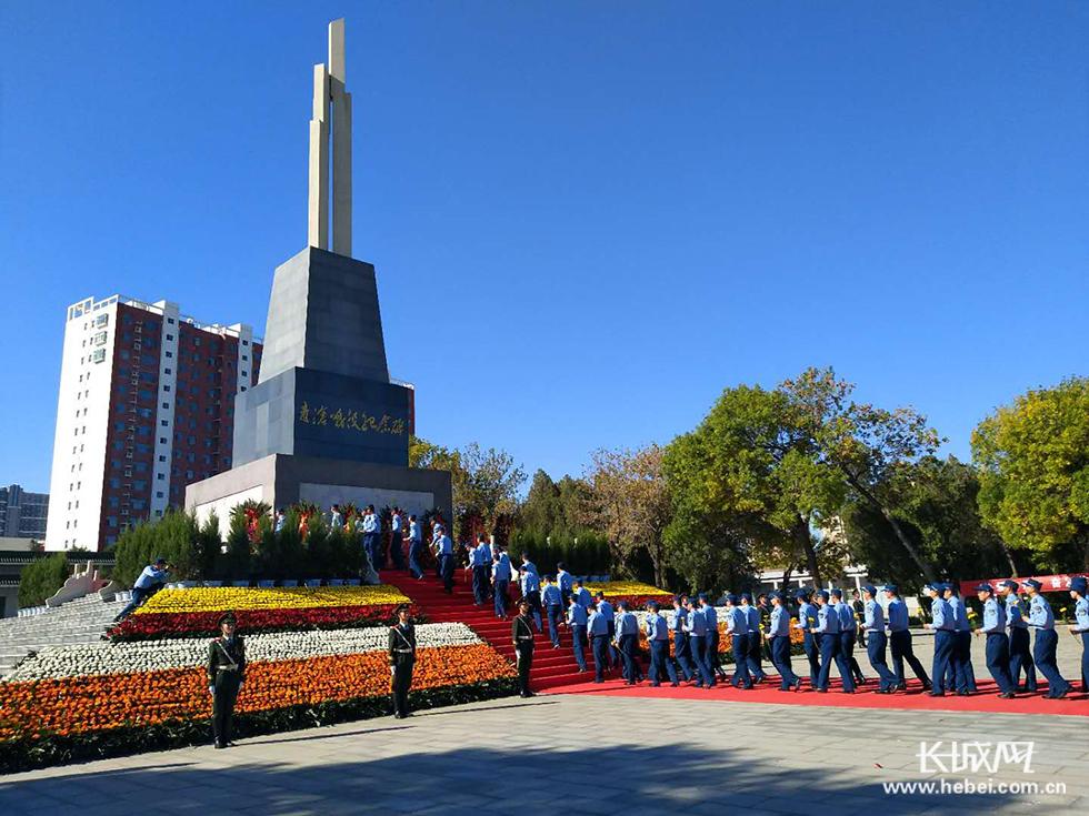 沧州市举行向烈士纪念碑敬献花篮仪式【高清图】