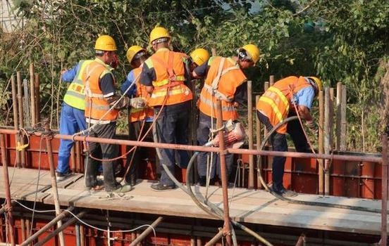 黄石(藁石段)改造工程指挥部全力备战国庆保畅工作