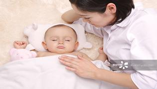 小宝宝要不要用枕头?怎么选?
