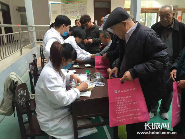 馆陶县开展迎重阳为老干部送健康活动