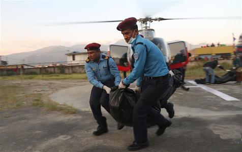 尼泊尔道拉吉利峰雪崩致9名登山者死亡