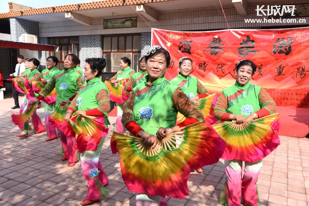 深州:舞动新时代 情暖重阳节