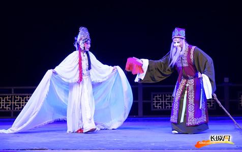 【高清组图】三场传统梆子戏亮相儿童剧场 庄里戏迷过足瘾