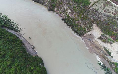 西藏雅鲁藏布江堰塞湖滞蓄水量超5亿方
