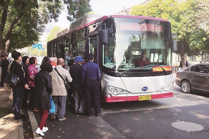 新能源公交车让百姓绿色出行