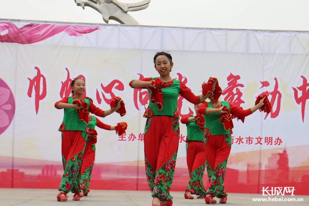 衡水:舞动幸福中国梦 巾帼红心颂党恩